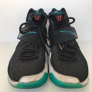 Nike Shoes - Nike LeBron 14 Red Carpet Basketball Shoes